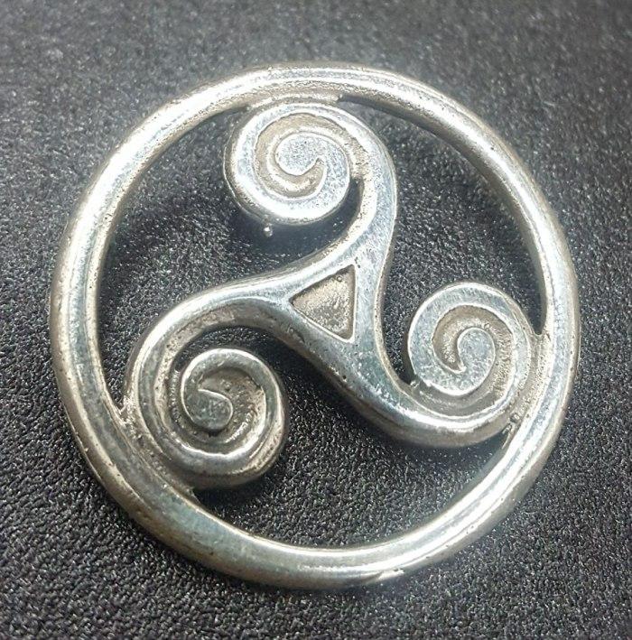 dije-celta-trisquel-en-plata-27-cm-6-gr-art-238-d_nq_np_949645-mla25988103621_092017-f