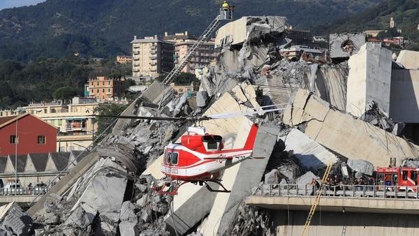 helicoptero-puente-genova-derrumbe-16